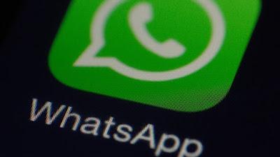 برمجية خبيثة تحتال على مستخدمي واتس اب من خلال الدعوة إلى تغيير لون التطبيق