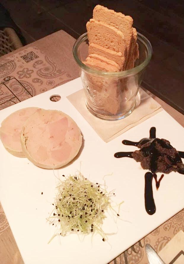 Foie Micuit con vinagreta de frutos secos con tostadas