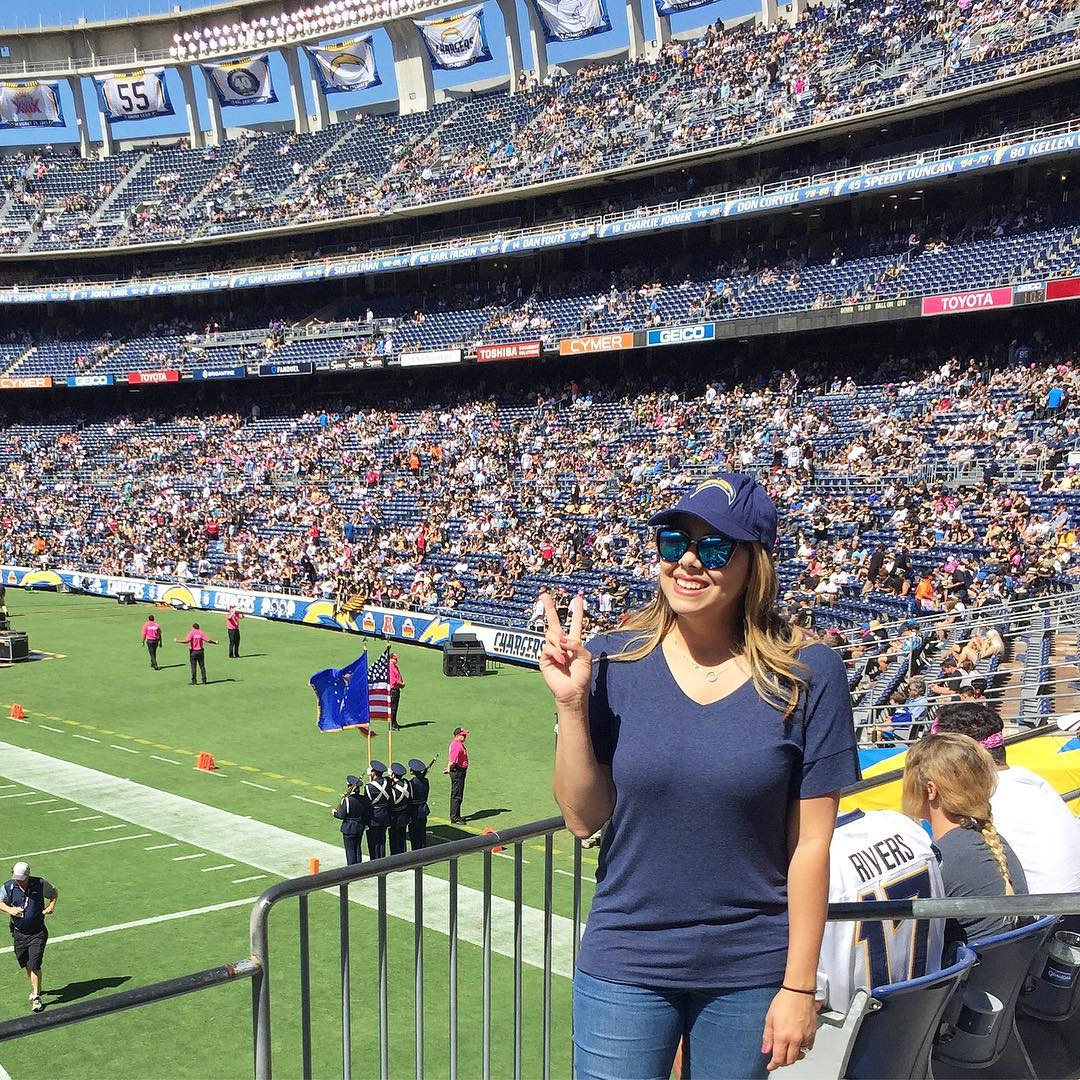 chargers game outfit, what to wear to a football game, san diego lifestyle blogger