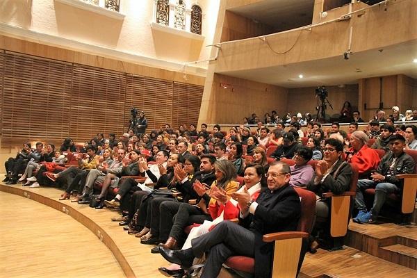 Musisi muda asal suku Dayak Kenyah yang juga mahasiswa program Master di ISI Yogya, Uyau Moris tampil di Loja dan Quito, Ekuador