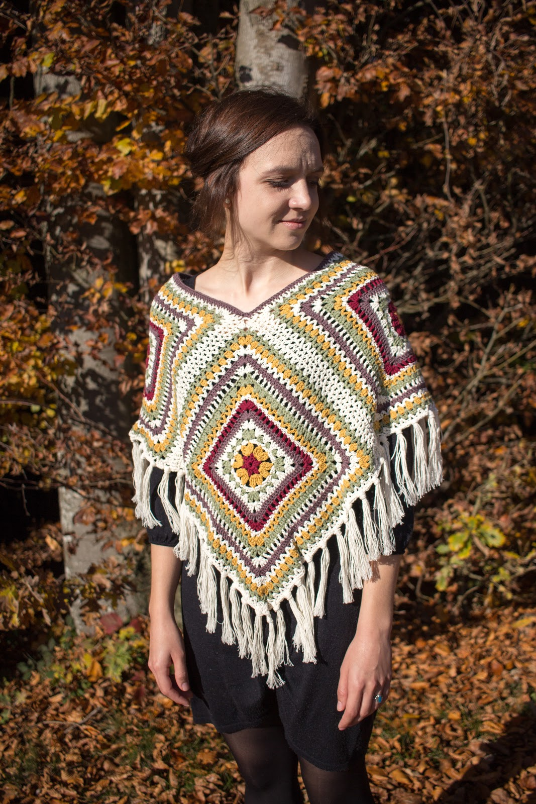 http://www.green-bird.at/2016/04/gehaekelter-poncho-aus-granny-squares.html