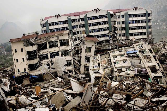 Terremoto de Sichuan, 2008. O governo veiculou histórias de 'heroísmo comunista' falsas