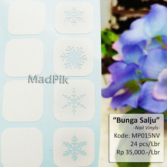 Snowflakes nail vinyls by @Madpik