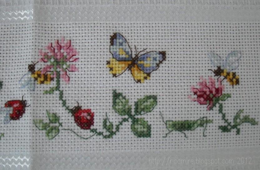 Canovaccio api e farfalle for Punto croce fiori e farfalle