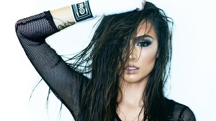Cher volta apostando em uma sonoridade mais madura e sensual, flertando com bastante com o R&B