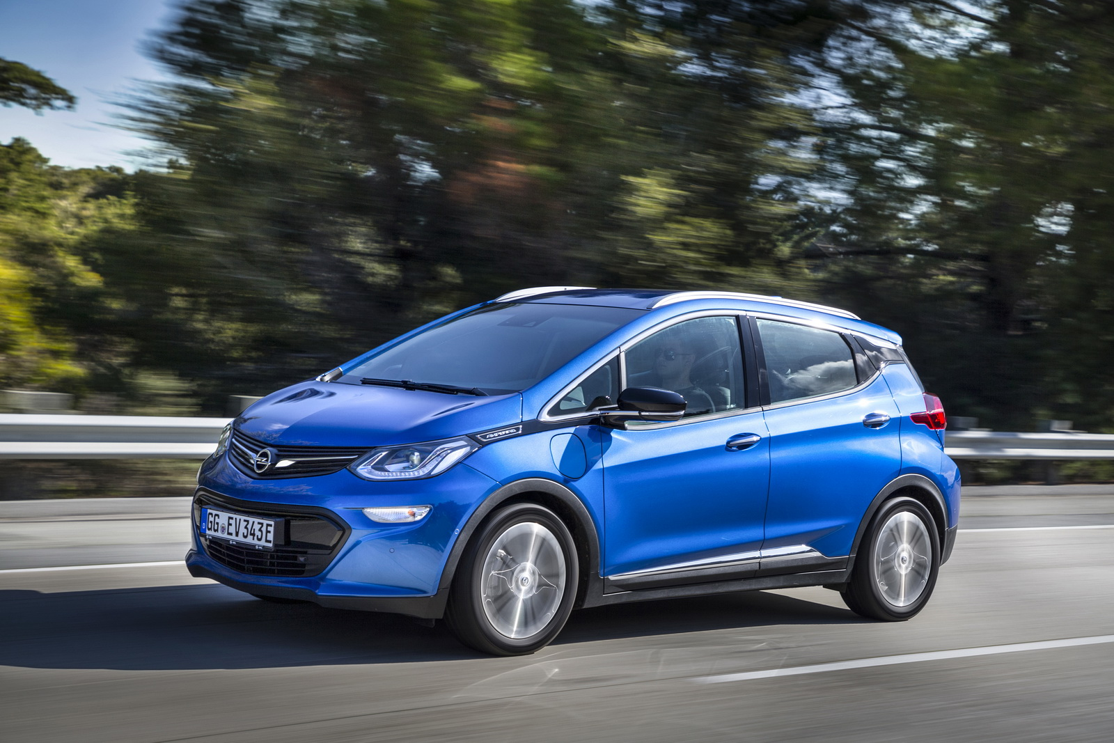 opel ampera e detailed ahead of launch gets official 520km range carscoops. Black Bedroom Furniture Sets. Home Design Ideas