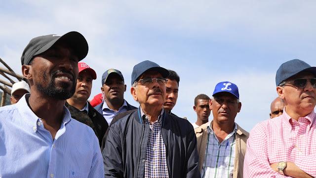 """Danilo Medina: """"Vengo a oír, para que no me digan que las cosas están hechas sin estarlo"""""""