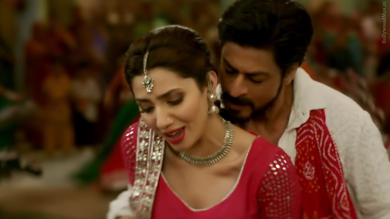 Mahira Khan - Raees - Hot Pakistani Actress Picture And Images-8584