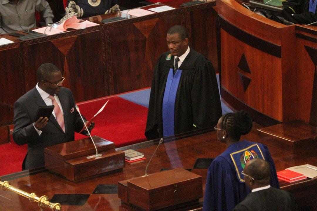 Mwanasheria Mkuu wa Serikali Dkt. Adelardus Kilangi Aapishwa Bungeni