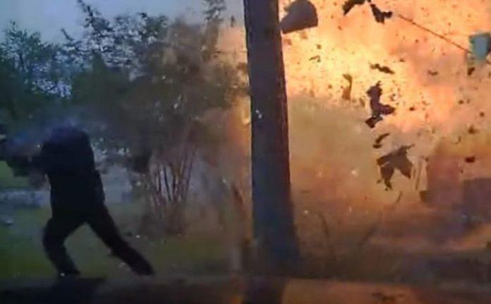 Αυτοκίνητο καρφώθηκε σε σπίτι και προκάλεσε τρομακτική έκρηξη