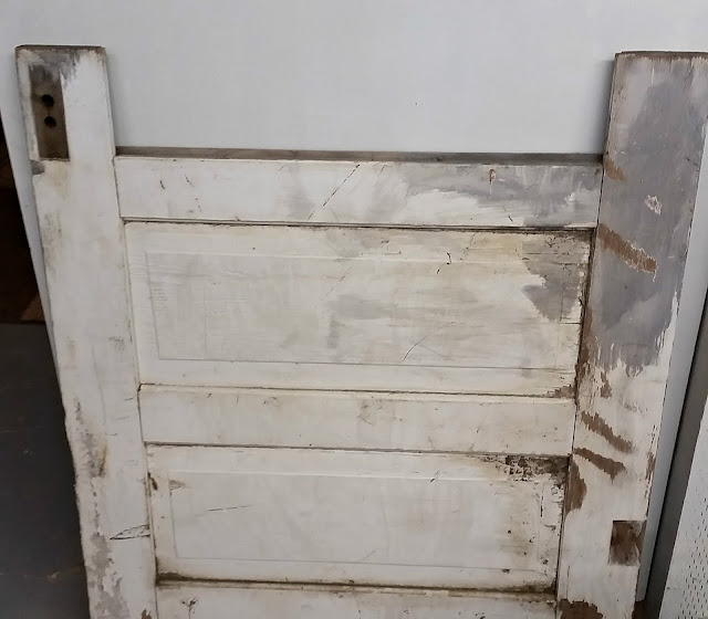 old door, bench, salvaged, DIY, chippy paint, http://bec4-beyondthepicketfence.blogspot.com/2016/02/a-door-able-bench.html