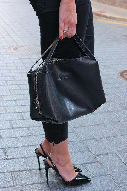 bolso-y-zapatos-negros