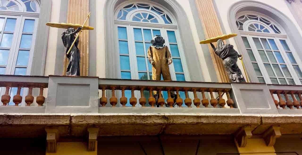 Plaza Gala Salvador Dalí