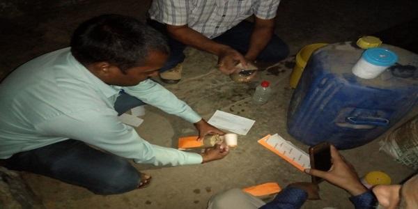 khaady-rashad-evam-auosadhi-prashashn-vibhag-ne-mara-doodh-factory-par-chaapa