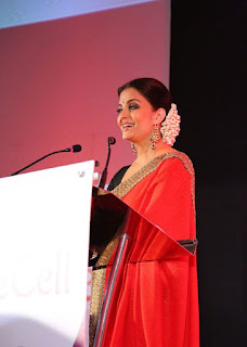 Aishwarya Rai Giving Speech In Red Saree