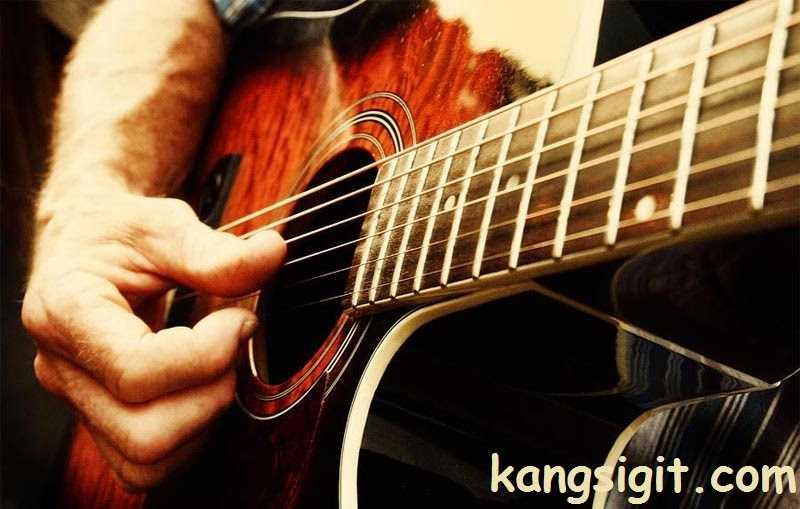 cara bermain gitar akustik