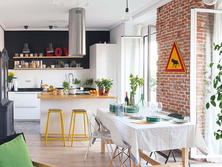 Esempi di cucine con parete in antracite e pavimento di piastrelle