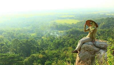 Destinasi Wisata Terbaru di Indonesia Paling Keren cadas gantung