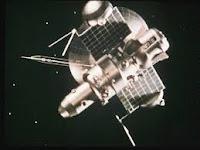 Rappresentazione ipotetica della sonda 3MV Zond 1 in navigazione nello spazio.