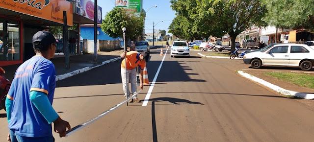 Roncador: Prefeitura realiza sinalização de solo em Avenida
