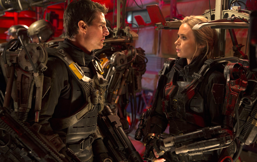 Tom Cruis şi Emily Blunt în filmul sci-fi Edge Of Tomorrow