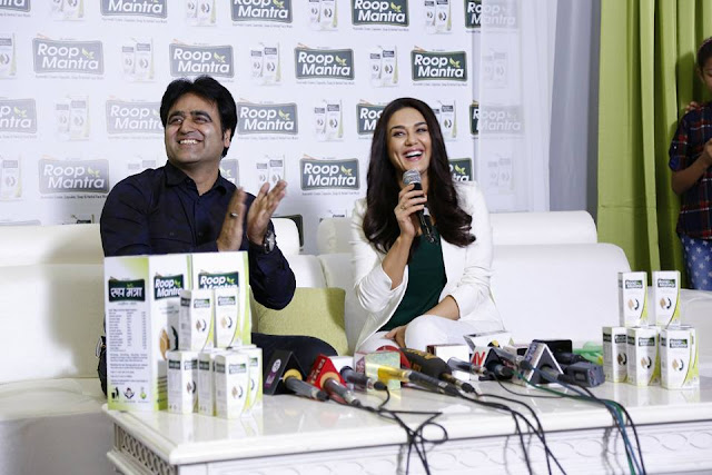 Sanjeev-Juneja-with Happy Birthday Real Preity Zinta