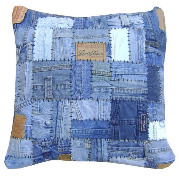 de tejido presenta problemas por su rigidez, por lo que es mejor usar pesos que alfileres cuando vayamos a colocar los patrones de papel sobre la tela.