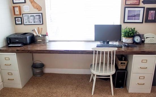 Mesa com arquivo