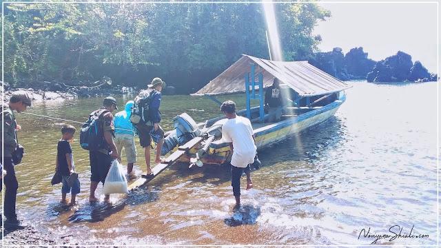Menyebrangi Lautan Ternate - Hiri dengan kapal kayu