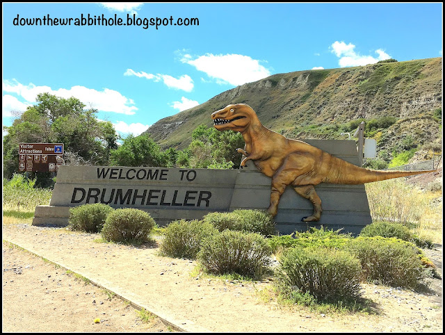 Drumheller's entrance sign featuring a dinosaur