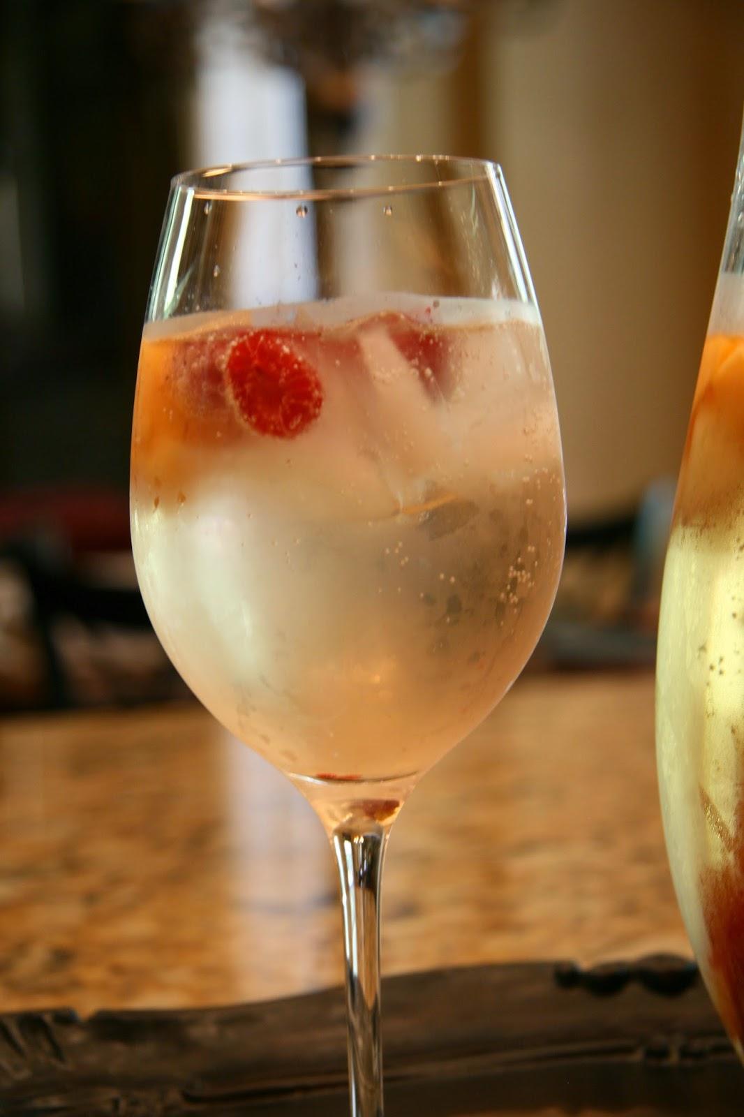 The Decorina : Recipe: The Best White Sangria Ever!