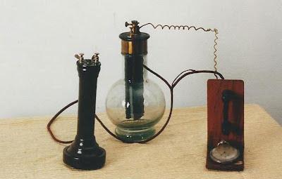 Microfono a una sbarretta di carbone verticale - 1878