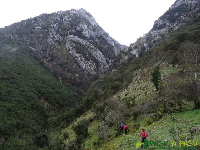 Entrando en la Garganta del Río Rubó