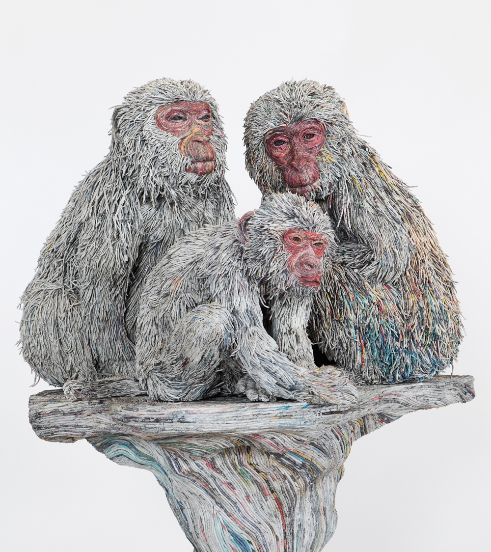 10-Japanese-Macaques-Hitotsuyama-Studio-Chie-Hitotsuyama-Upcycling-Paper-to-make-Animal-Sculptures-www-designstack-co