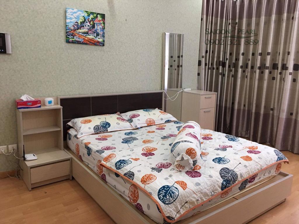 Topaz 2 Saigon Pearl cho thuê căn hộ 86m2 full nội thất tầng thấp giá rẻ - giường phòng ngủ chính