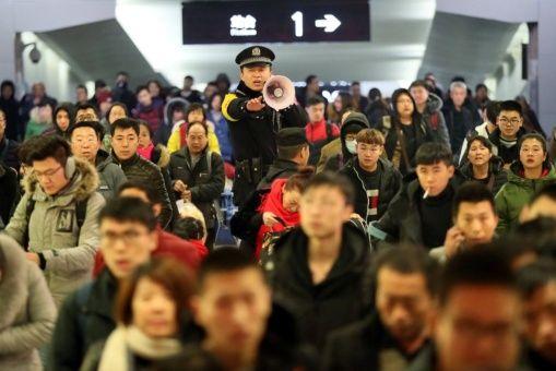 Jóvenes chinos prefieren viajar que estabilizarse en pareja