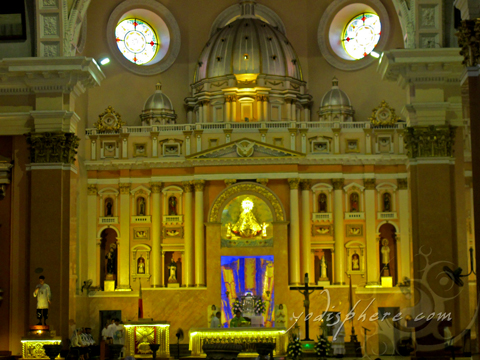 Ornate alter of Binondo Church showing rich cultural Filipino Chinese heritage