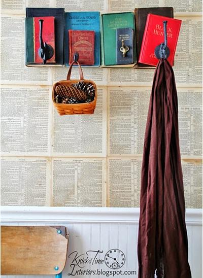 4. Pengait dinding atau gantungan jaket terbuat dari buku-buku bekas.
