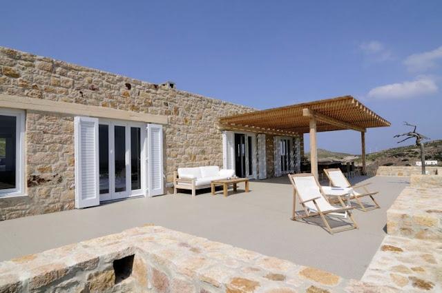 Interior en total white para una casa en Patmos chicanddeco