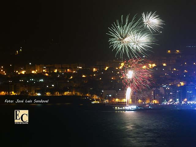 Fotos fuegos artificiales noche San Juan 2017, playa de Las Canteras, Las palmas de Gran Canaria
