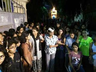 lathicharge-on-girls-in-bhu