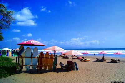 wisata pantai seminyak di pulau bali