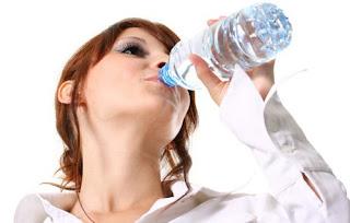 Boire plus d'eau peut aider à perdre du poids