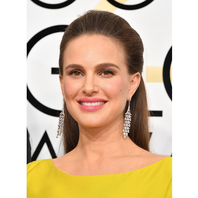 Lipsticks worn at Golden Globes 2017, celebrity makeup, celebrity looks, stand out looks at golden globes, makeup, best lipsticks, celebrity lipsticks,