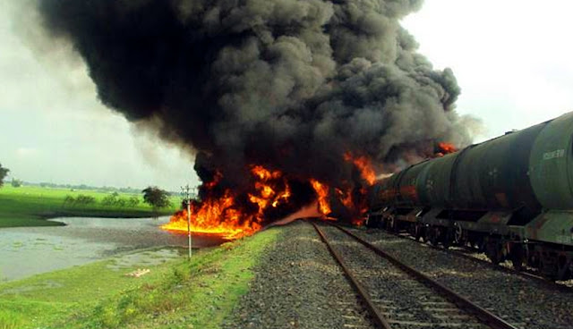 Locomotive carrying fuel oil burning