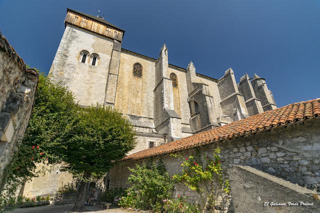 Muros del Claustro de la Catedral de Santa María en Saint Bertrand de Comminges, por El Guisante Verde Project