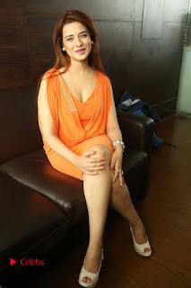 Actress Saloni Aswani Pos in Short Dress at Meelo Evaru Koteeswarudu Movie Interview  0273.JPG