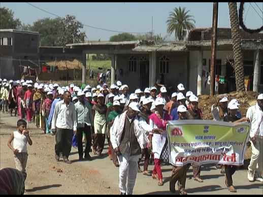 Street-rallies-villagers-through-the-health-conscious-jhabua-नुक्कड़ नाटक, रैली के माध्यम से ग्रामीणों को स्वास्थ्य के प्रति किया जागरूक