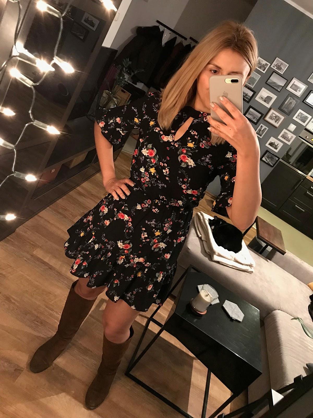 Sukienka marki Miss Selfridge Black Based Floral Tea - sukienka letnia