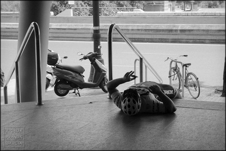 fotografia,decathlon,ciclista,retrato,valencia,tirado,acostado,movil